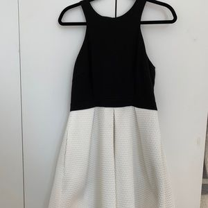 Great black and white detailed dress